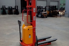 LIFTEX 1535SE Stacker semi-electric,